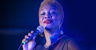 Akia Uwanda: Soul Vocalist - Romanza Festivale Hea...